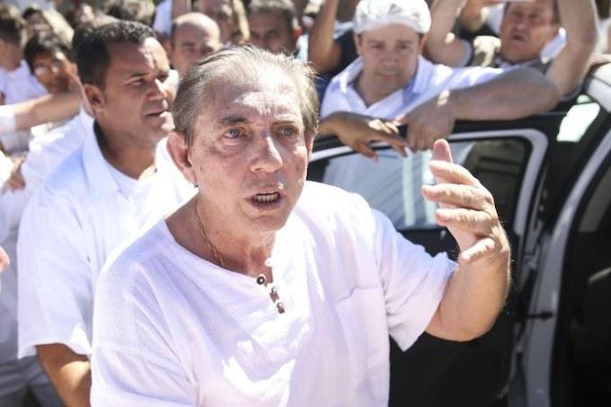 JOÃO DE DEUS: Se entrega à polícia e defesa prepara pedido de prisão domiciliar.
