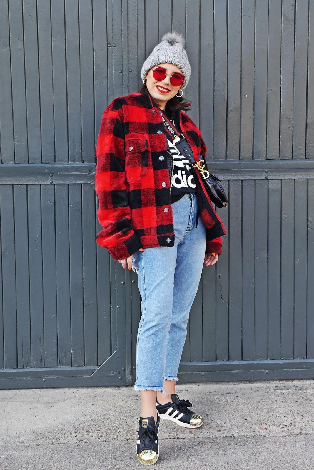 blog modowy karyn kurtka w kratę pull&bear spodnie jeansy femme luxe czapka z pomponem sinsay stylizacja zimowa look zimowy inspiracja puławy