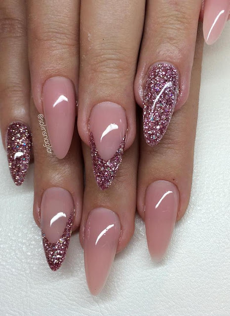 Camouflage rouge med rosa/silver glitter i mandelform