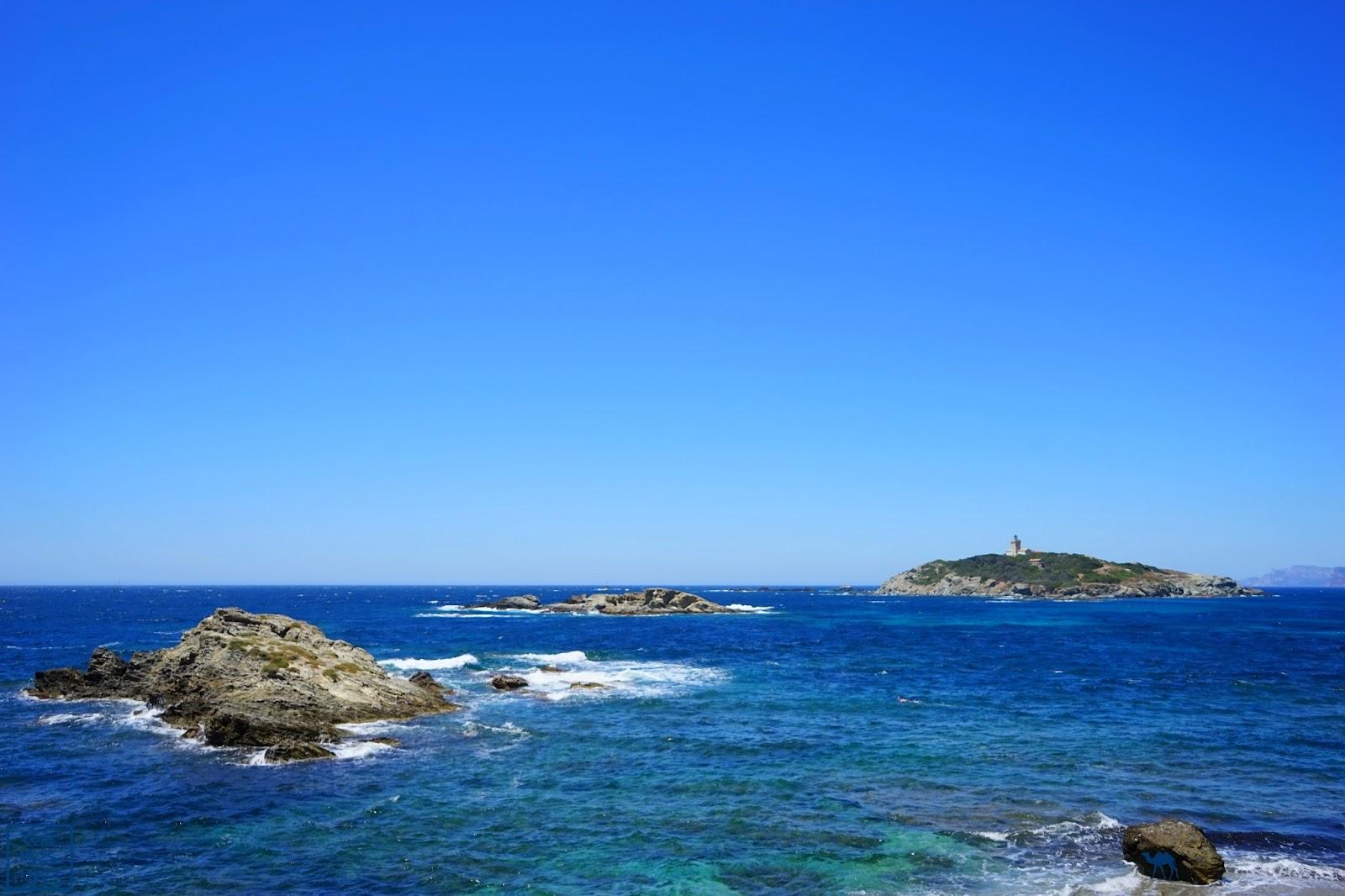 Le Chameau Bleu - Eau bleu de la Méditerranée sur  l'ile des Embiez