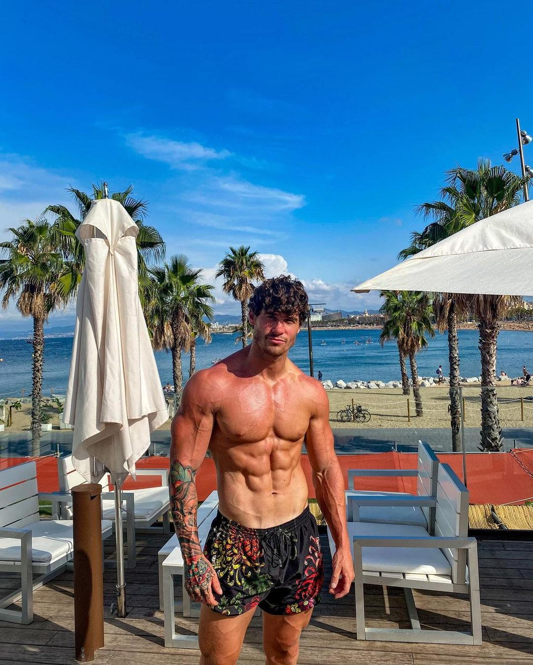 sexy-fit-shirtless-muscle-pecs-hunk-owen-harrison-curly-hair-sixpack-abs-hot-body-summer-vacation