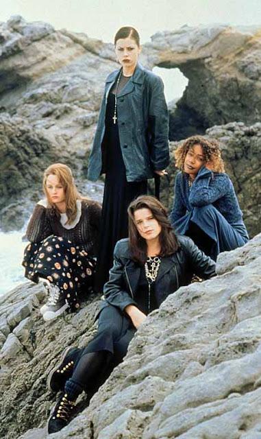 jovens bruxas elenco na praia