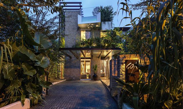 แบบบ้านบนพื้นที่แคบพร้อมสวนหน้าบ้าน