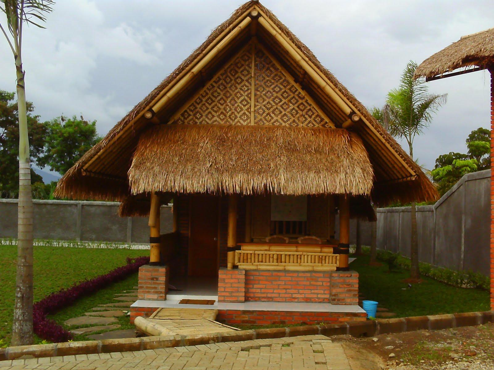 Saung Bambu Atap Ilalang Gazebo Bambu