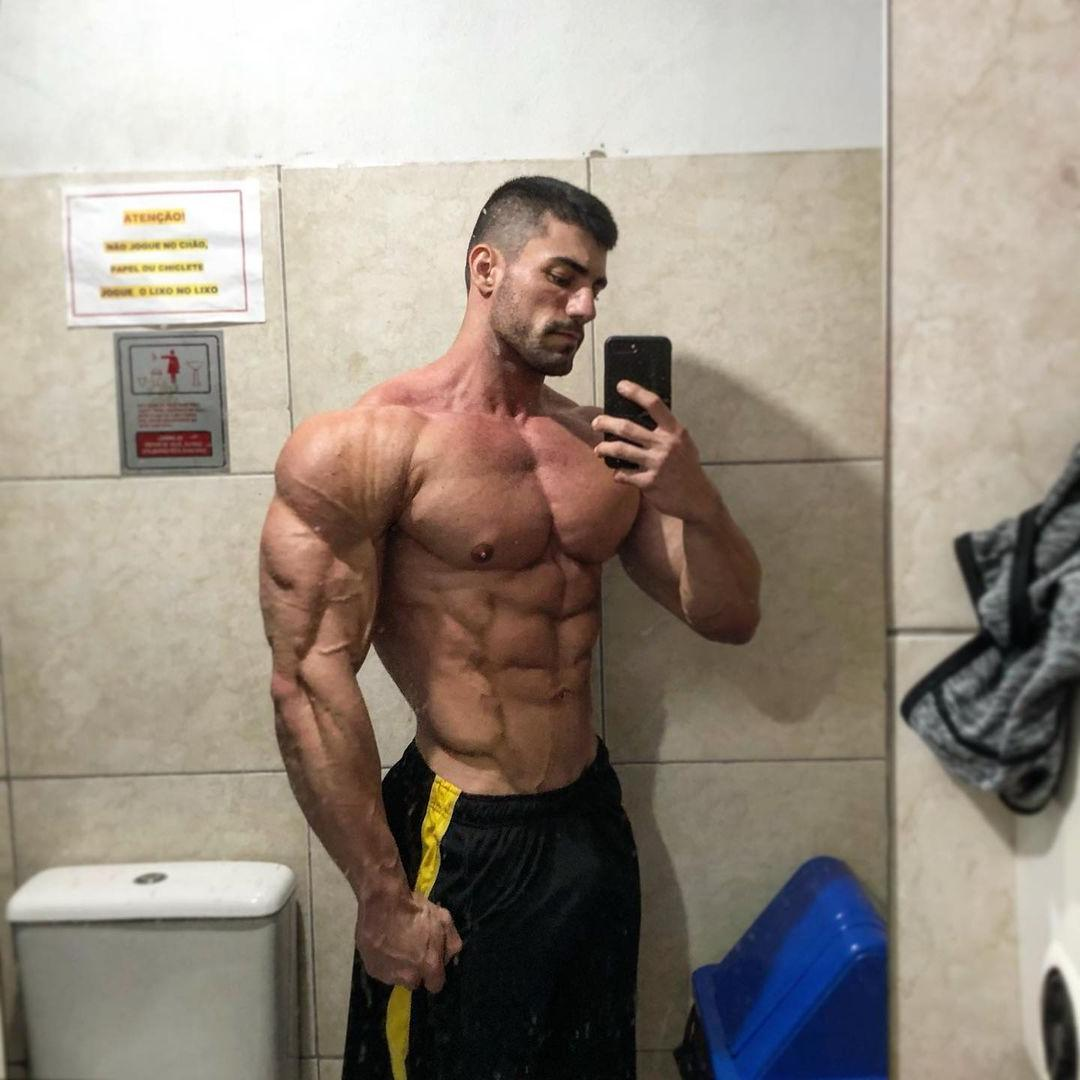 sexy-masculine-alpha-male-matheus-pagan-shirtless-handsome-strong-arms-muscle-stud-selfie