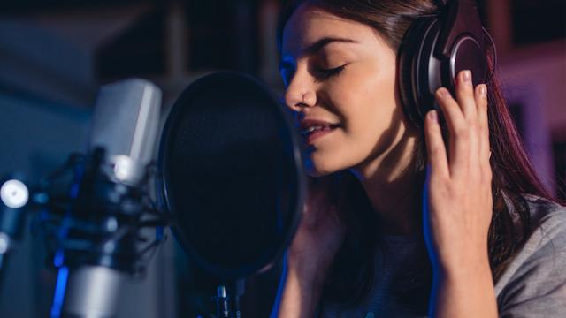 مبادئ النجاح في مجال التعليق الصوتي دورات تعليق صوتي