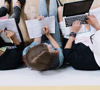 Pengertian Generasi Z, Karakteristik, Faktor Pembentuk, dan Perilakunya dalam Dunia Kerja