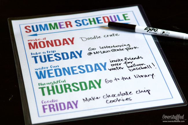 Download this free summer themed days printable to make a summer schedule that is organized and fun for your kids this summer