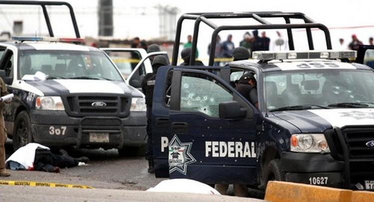 Me dieron armas, radio y dinero, resulte buen pistolero, el Chayo Moreno me llevo de Sicario, matamos a 12 Federales que lloraban como niñas ahí valió madre