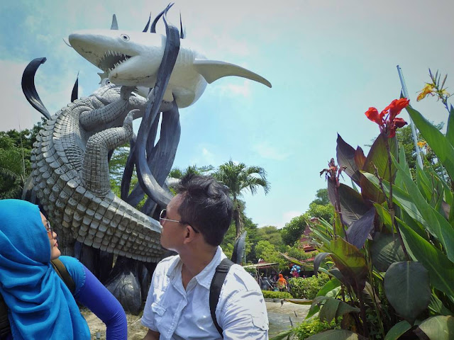 Monumen Suro dan Boyo di kota Surabaya