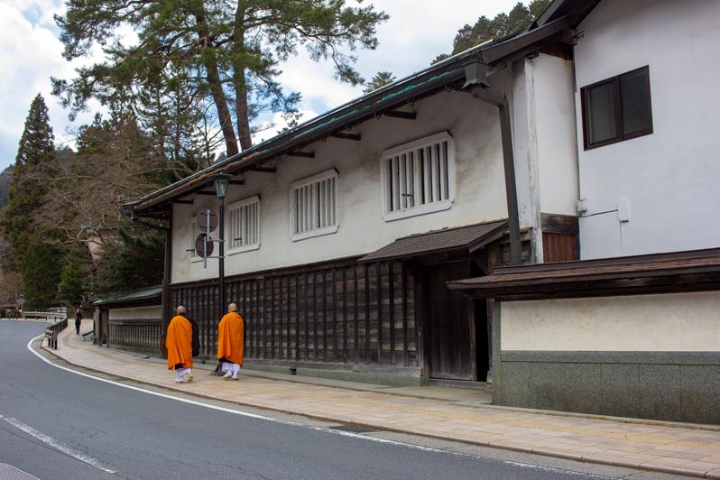 http://www.crazy-kitch.com/2019/10/dormir-dans-un-monastere-koyasan.html