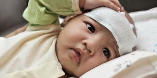 10 Cara Ampuh Mengatasi Demam Pada Bayi