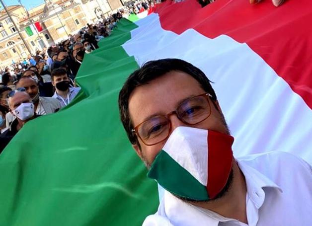 """Salvini in piazza: """"Costruire un percorso che porti l'Italia lontano"""""""