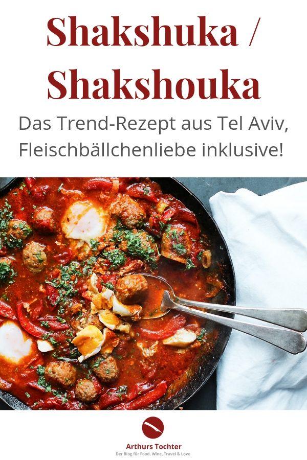 Shakshuka mit Fleischbällchenliebe – das perfekte Rezept mit pochierten Eiern, toll als Frühstück, bekannt durch Tim Mälzer aus Kitchen Impossible, mal nicht vegetarisch. Rezept von Arthurs Tochter kocht #rezept #ottolenghi #mälzer #vegetarisch #fleischbällchen #hackfleisch #eier #ori #israel #foodblog #tomaten #frühstück #kinder #gemüse #vegetarisch #schnell #einfach #familie #fest #jerusalem #tel_aviv #jordanien #pfanne #backofen #schmoren  #pisto #jüdisch #pochiert #paprika #kräuter #anleitung #breakfast