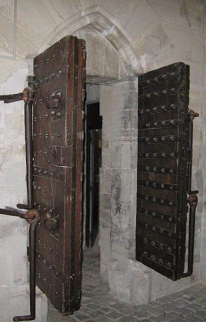 Atuais portas do donjon de Vincennes pesam 700 kg