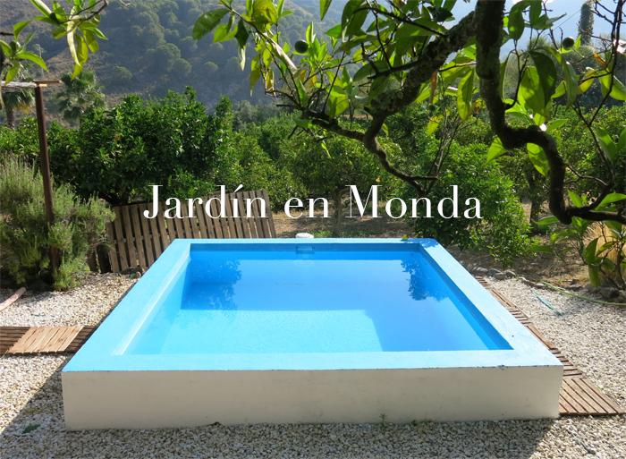 Un jard n con alberca en el campo de monda m laga for Jardines pequenos con alberca