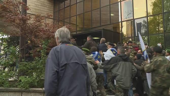 Završen prosvjed na Bijači, u Sarajevu sukob branitelja i policije, zastupnici evakuirani