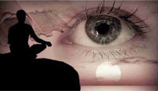 Banyak orang yang ingin tahu bagaimana cara membuka mata batin atau indera keenam. Karena dengan terbukanya mata batin atau indera keenam bisa membuat orang menjadi memiliki kemampuan diatas rata-rata.       Kepekaan terhadap dunia gaib bisa dirasakan oleh orang yang mata batinnya sudah terbuka. Bisa berkomunikasi dengan makhluk halus di sekitar, bisa melihat jin, menaklukkan dan bergabung dengan alam gaib.    Untuk itu tidak ada salahnya anda mengetahui cara membuka mata batin dan indera keenam. Tujuan orang membuka mata batin berbagai macam tujuan. Ada yang memang bertujuan untuk bisa berkomunikasi dengan alam gaib, ada yang ingin menajamkan intuisinya, ada yang hanya sekedar mencoba ingin membuka indera keenamnya.    Meskipun manfaat membuka mata batin ini baik, ada juga sebagian orang yang tidak mau membuka mata batinnya dengan berbagai macam alasan. Ada yang takut akan dunia gaib, takut kerasukan, takut melihat hantu dan sebagainya.     Pandangan orang terhadap mata batin memang berbeda-beda. Tidak semua orang mau membuka mata batin dan tidak semua orang bisa membuka mata batin. Ada yang bertekat dan berniat mau membuka mata batin tapi tidak bisa membuka mata batinya juga ada. Bahkan ada yang tidak mau, namun dengan tidak sengaja diberi karunia untuk mata batinnya terbuka.    Cara membuka mata batin ini gampang-gampang susah. Ada yang bisa dan ada juga yang tidak bisa, semua tergantung dari usaha kesungguhan masing-masing orang. Orang yang terbuka mata batinnya, dalam kehidupan sehari-hanrinya ia akan lebih mudah peka terhadap hal-hal di luar jangkauannya. Akan mudah pula menemukan jalan keluar dari masalah yang dihadapinya. Bisa juga bisa peka terhadap sesuatu yang akan terjadi, memiliki firasat yang tajam sehingga bisa menuntunnya ke arah yang sesuai dengan impiannya. Harapannya bisa tercipta ketika daya mata batinnya memberikan petunjuk.    Lalu bagaimana cara membuka mata batin dan indera keenam tersebut?     Cara membuka mata batin ini bisa dilakukan oleh 