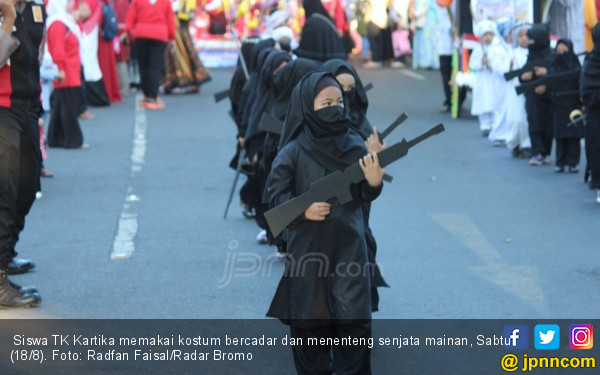 Izinkan Karnaval Murid PAUD Pakai Replika Senjata, Kepsek Dicopot