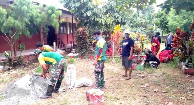 MemSatgas Yonif MR 413 Membangun Taman Sekolah