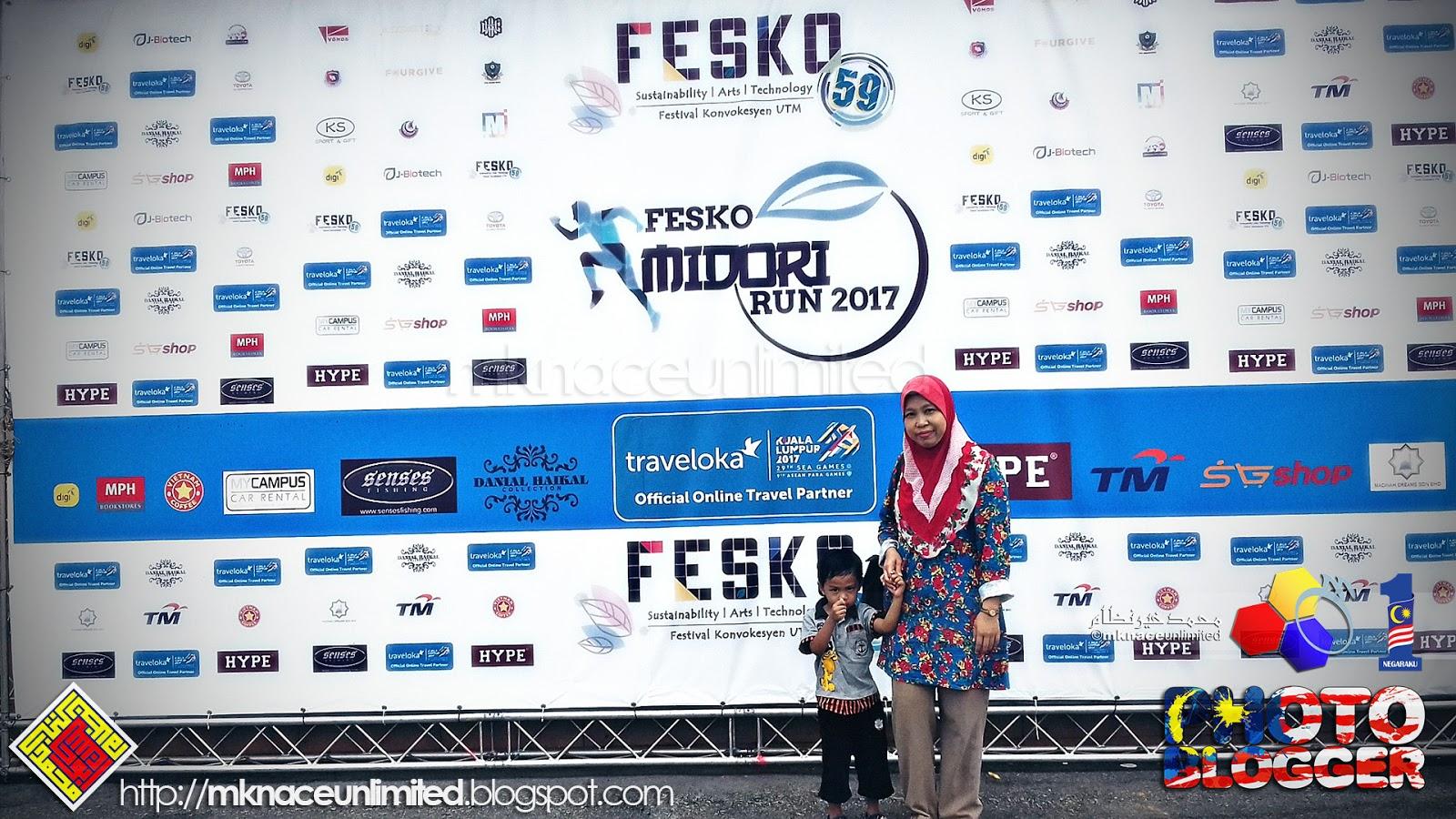 Fesko 59 Utm Skudai 20171027 Layan Tapak Mknace Unlimited The Jam Tangan Fashion Couple Pinewood  Sepasang Sempat Posing Dulu Ye