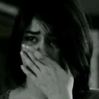 صور بنت حزينة كتير وتبكي