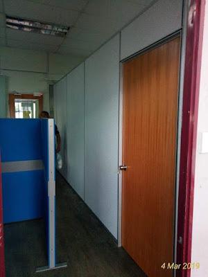 Pemasangan partition di ruang legar pejabat