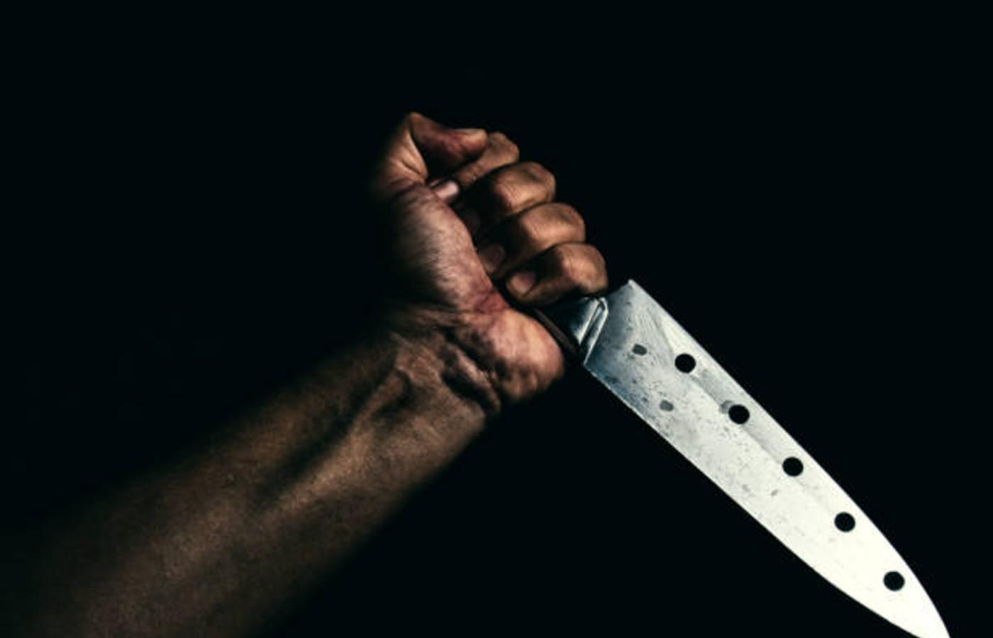 Headlines - Woman Knives Neighbour's Son Over A Trespassing Quarrel!