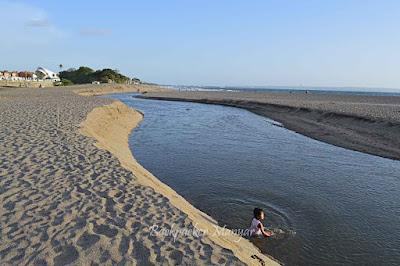 Pantai Kayu Putih yang tenang untuk bermain anak - Backpacker Manyar