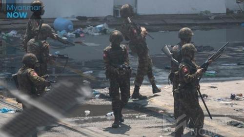 Beringas! Usai Tembak Warganya, Tentara Myanmar Bobol dan Colong Kotak Amal Masjid
