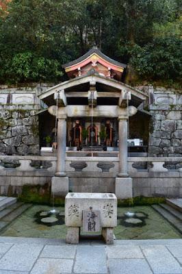 清水寺 無人の音羽の滝