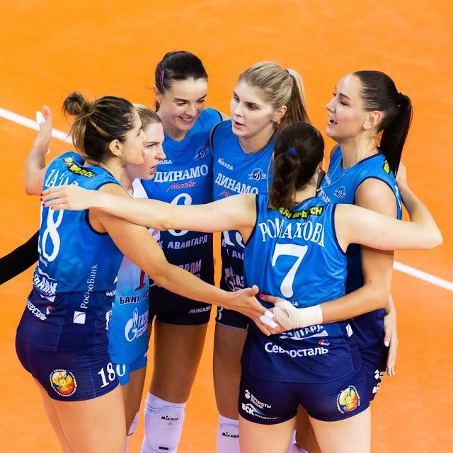 Natália e suas companheiros de Dínamo Moscou comemorando um ponto