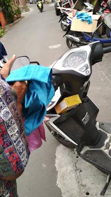 Pak Budi Tukang Parkir Teladan www.guntara.com