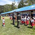 Mengintip Satgas Pamtas RI-PNG Yonif 514 Mengajar PBB Siswa SD Di Jayawijaya