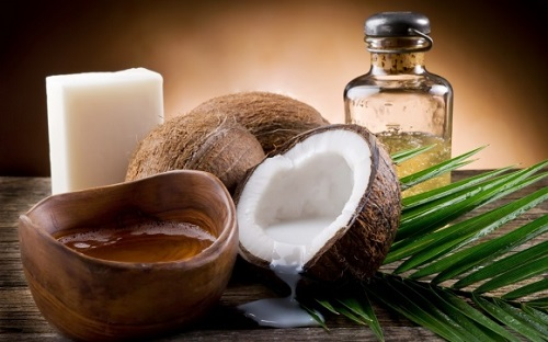 cách chăm sóc tóc bằng dầu dừa cho tóc gàu