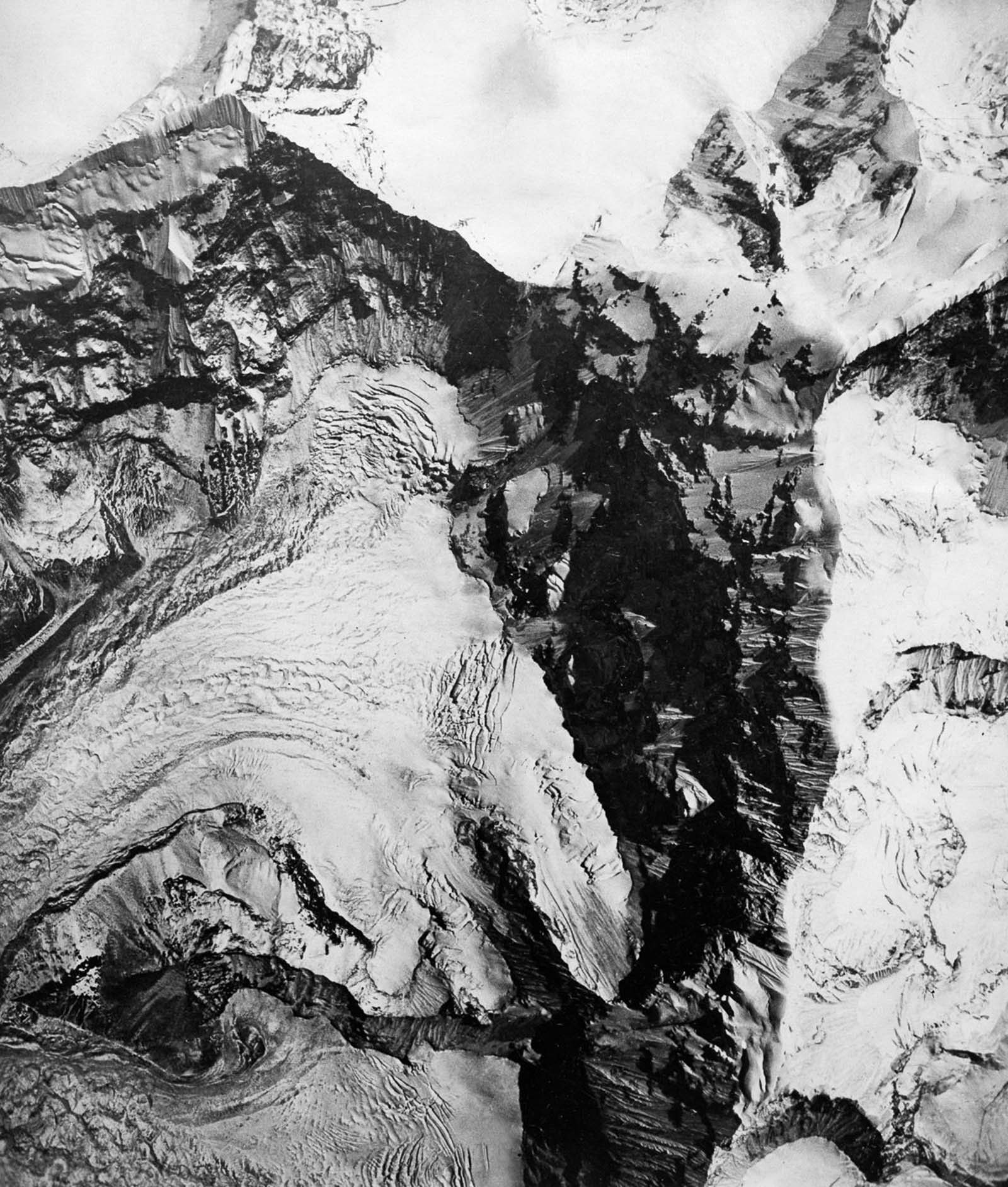 The head of a glacier immediately under the Everest massif.