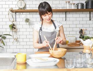 memasak sendiri untuk menghemat biaya bulanan