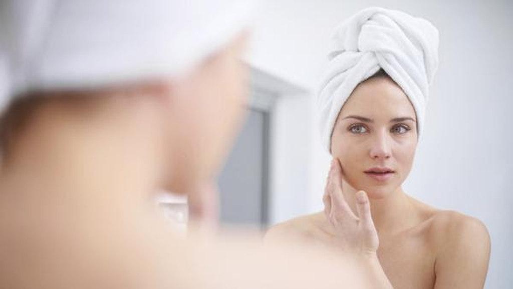 Há uma ligação entre pele e mente que se explica pelo fato de existir uma origem biológica comum entre o sistema nervoso central e a pele