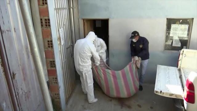 La policía boliviana recoge cadáveres en casas y calles