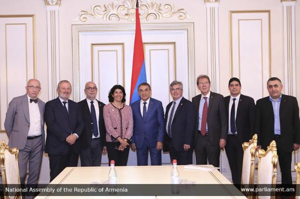 La democrática Artsaj no será parte de la autoritaria Azerbaiyán