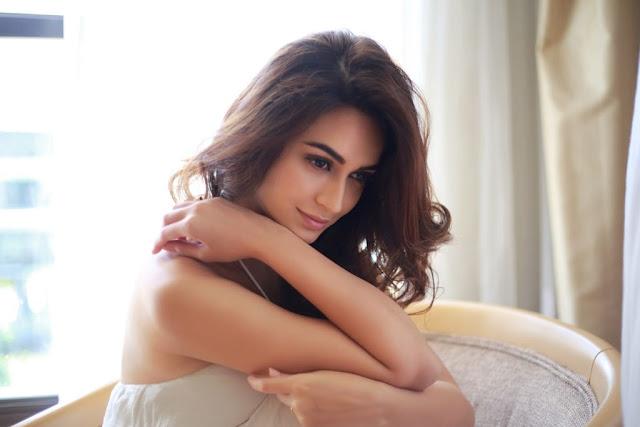 Kriti Kharbanda hot, instagram, age, upcoming movie, sister, husband name, belli belli, sound of raaz, biography, wiki