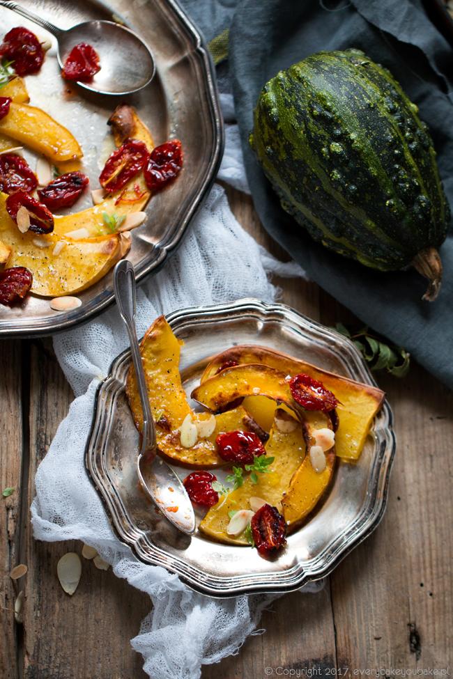 dynia piżmowa pieczona z pikantnymi pomidorami z imbirem i chilli