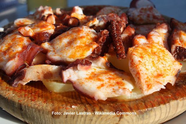 Polvo à galega (pulpo a la féria), prato típico das festas de Santiago, na Galícia