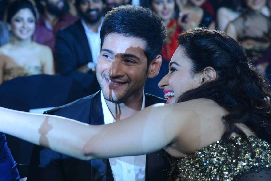 Mahesh Babu poses for a selfie with Tamannaah Bhatia during IIFA Utsavam