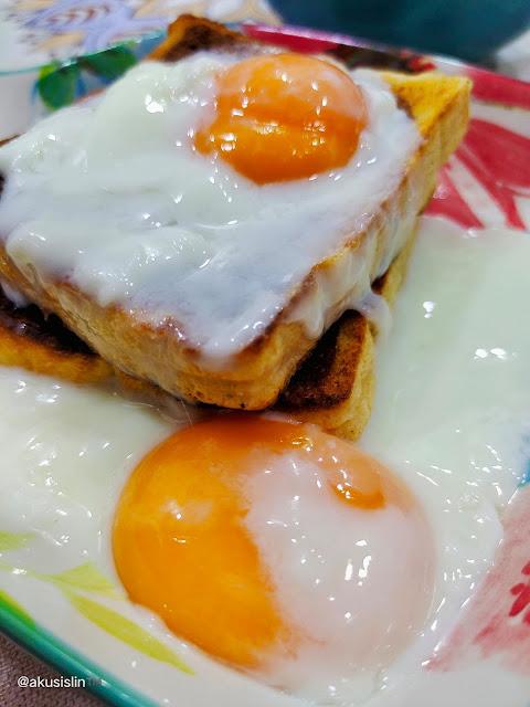 Roti Bakar Pecah Telur