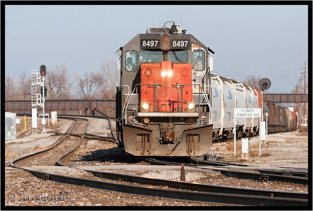 GECX 8497 leads a train off the Illinois Transfer Subdivision at Valley Junction.