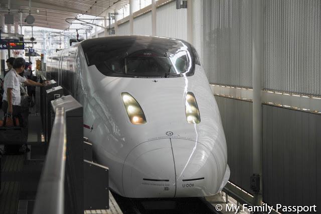 Tren bala Japón con niños
