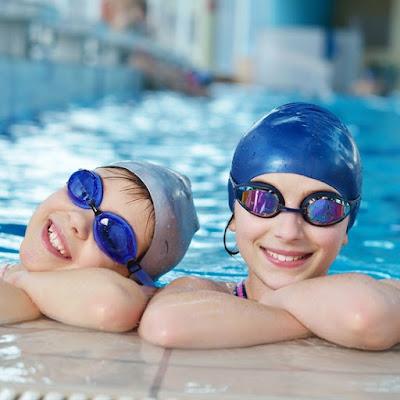 sử dụng kính bơi bảo vệ mắt cho trẻ