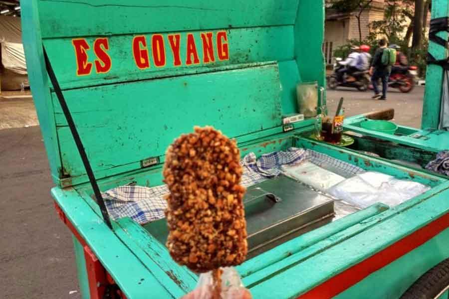 makanan khas betawi jakarta Es Goyang