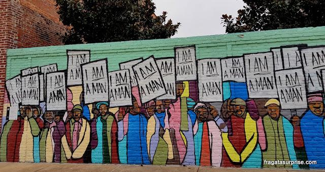 Grafite em Main Street lembra a greve dos trabalhadores da limpeza urbana de Memphis, em 1968